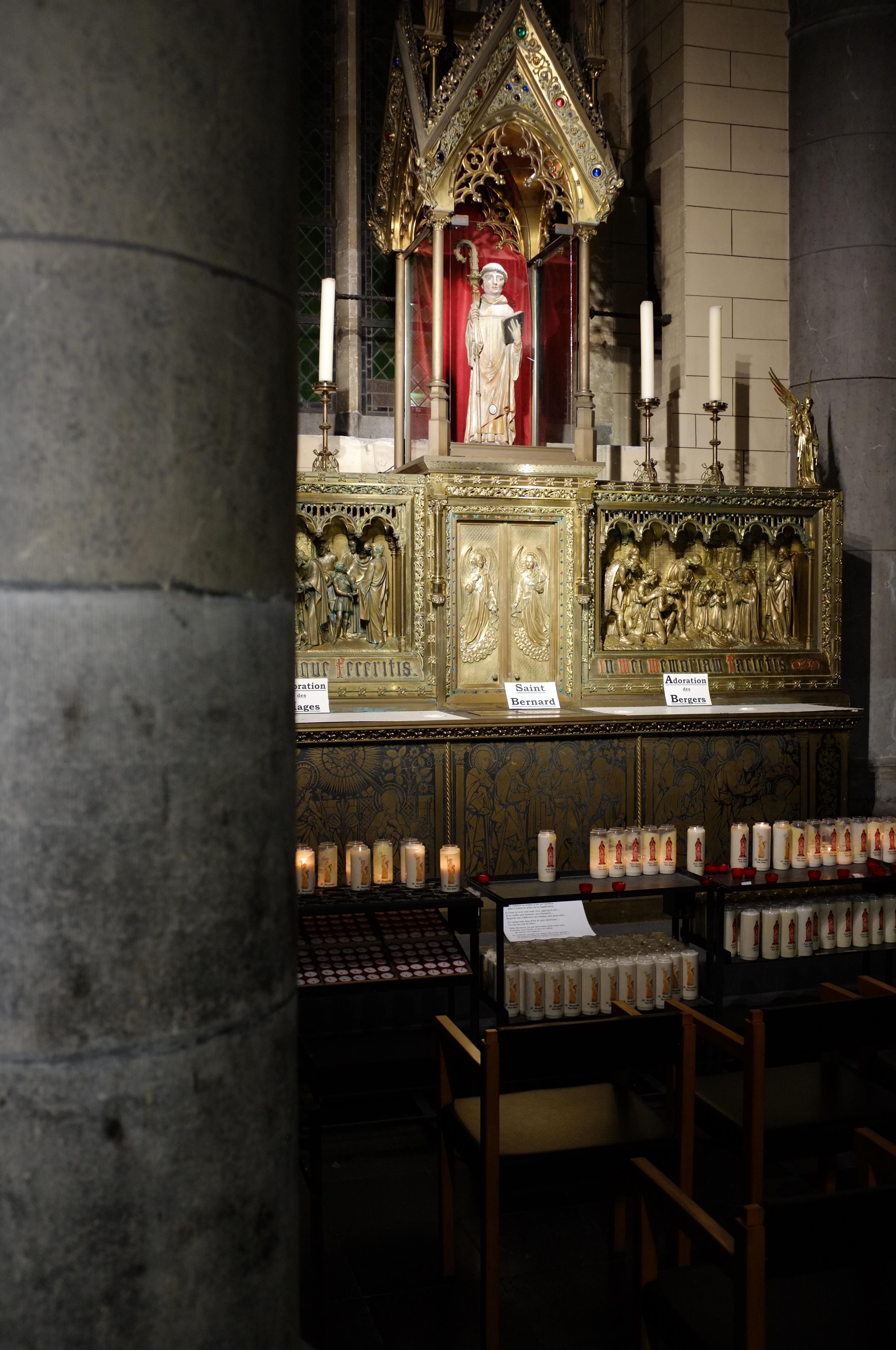 Statue Saint Bernard